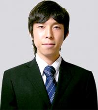 新井 健太 氏